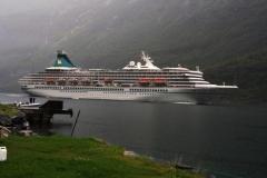 Kreuzfahrtschiff im Geiranger